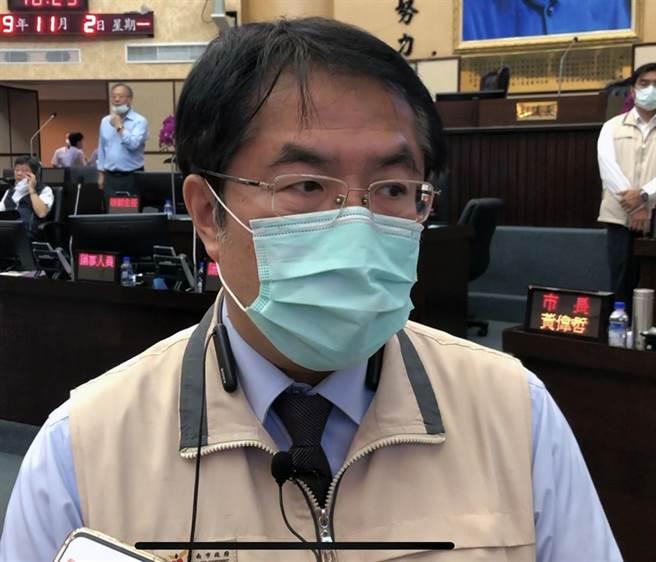 台南市長黃偉哲表示,已委由副市長成立跨局處的校園安全會報,針對全市300間國中、國小、高中、大學,全面檢視、盤點校園周邊環境的安全性。(洪榮志攝)