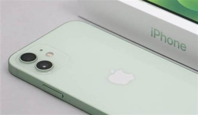3C產品拆解機構iFixit發現,iPhone 12相機僅能透過官方維修管道才能維修。(黃慧雯攝)