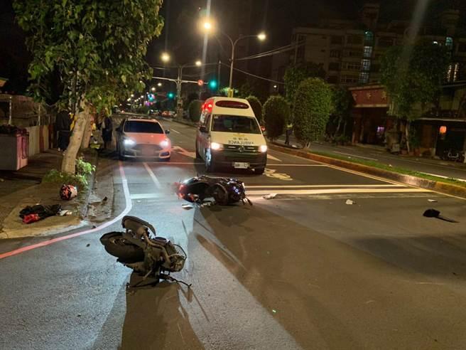 16歲林姓少年無照又闖紅燈釀成車禍。(翻攝照片)