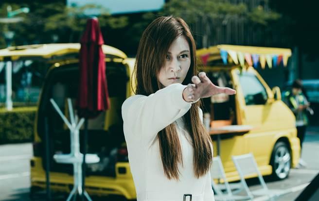 曾莞婷在《天巡者》饰演含冤女鬼专门修理渣男。(台视提供)