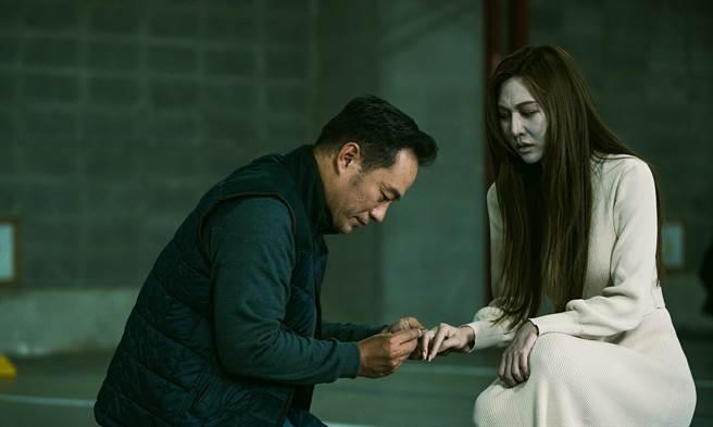 曾莞婷在《天巡者》饰演怨念女鬼,真相大白后秒变张翰的温柔妻。(台视提供)