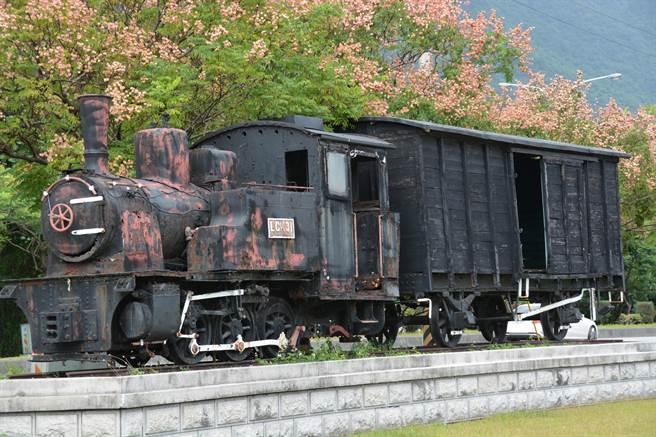 LCK31蒸氣火車頭1912年自德國建造,1917年至1969年來回行使在花蓮與台東之間,因車體老舊報廢,並塵封在鐵路局花蓮機廠。經風吹日曬,車身斑駁,道盡歲月痕跡,光隆日前決定出資修復。(羅亦晽攝)