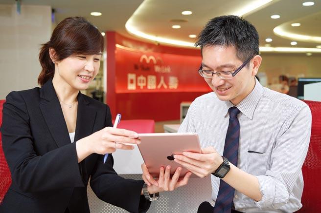 中國人壽推出結合「保險」與「投資」二種功能的投資型保險,協助退休規劃。圖/中壽提供