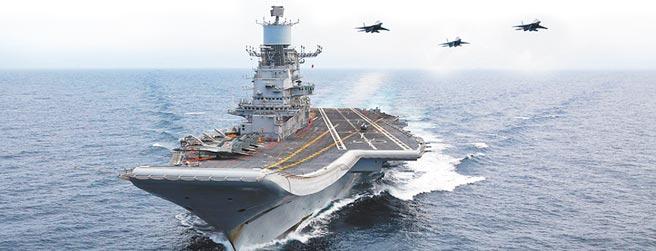 印度航空母艦與其艦載機隊。(取自印度海軍官網)