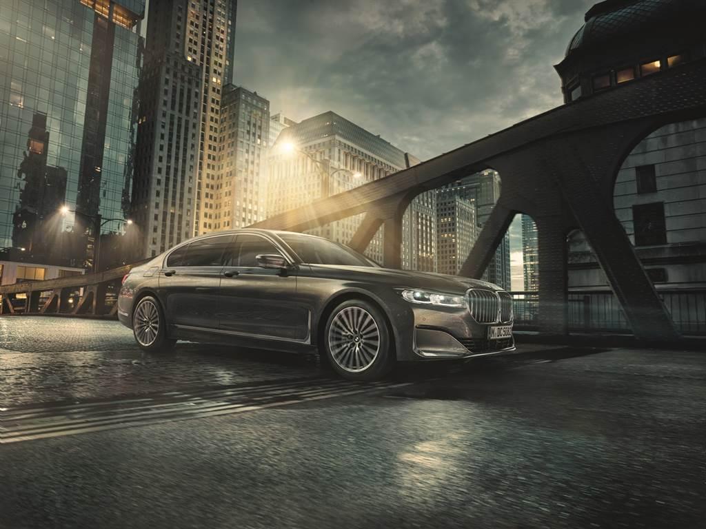 全新2021年式BMW 7系列Exclusive Edition層峰旗艦版,提供尊榮租賃專案或360萬60期0利率與1年乙式全險。