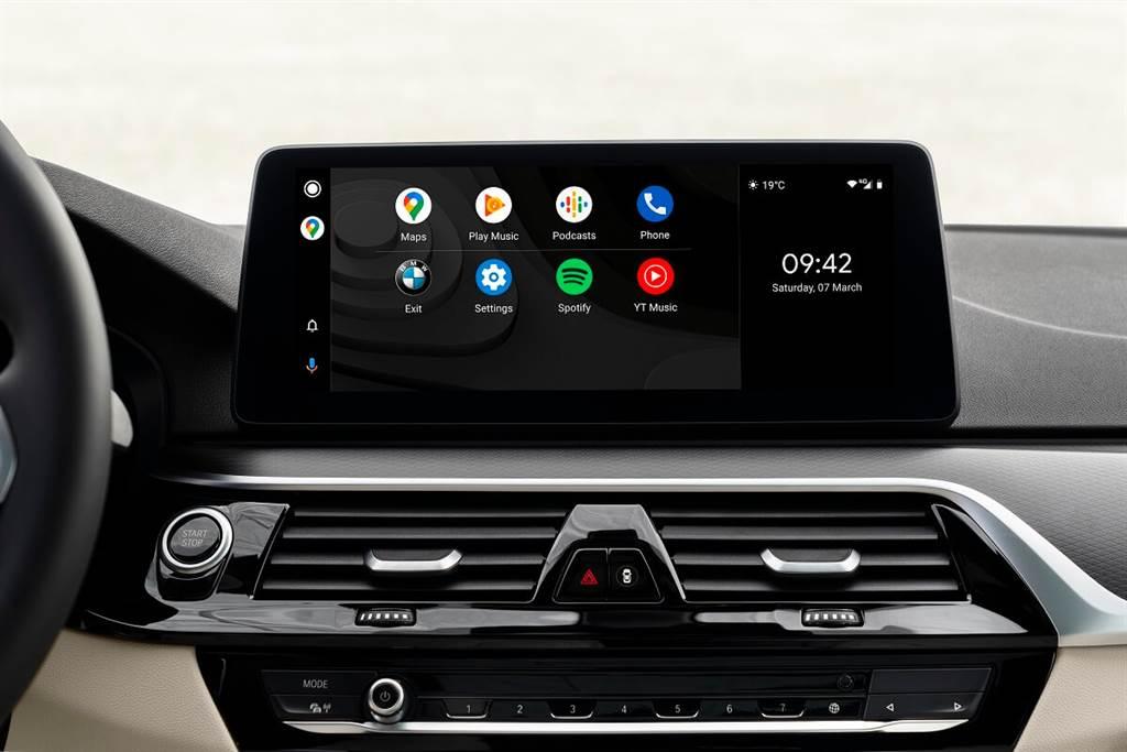 小改五系提供了目前汽車業界率先配置的「無線」連結Apple Carplay與Android Auto,而Google Maps還可以在車載信息顯示器或抬頭顯示器中顯示導航指南。