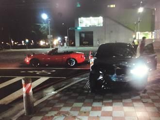 馬路如虎口 兩車側撞、兩人分別受創