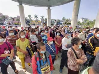 上百蘆竹溝養殖戶前往南市議會陳情 反對太陽能光電場進駐
