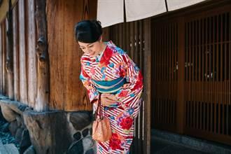 為什麼現代日本人向人道謝時 常說「すみません」(不好意思)呢? 江戶時代