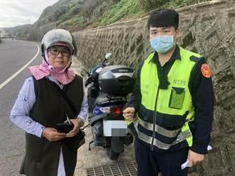 妇人机车故障求救无门 金山警方道路救援