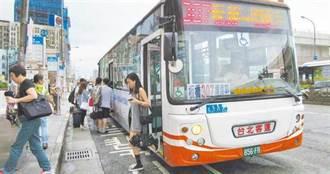 驚見無限列車一次來7輛 網:是公車界霸主啦