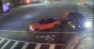 BMW衝撞敞篷車 見車頭全爛正妹駕駛淡定:常有的事