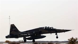 伊朗軍演展示自製武器 包括伊版F-5E