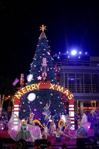 南紡購物中心A2館耶誕節試營運 耶誕樹搶先登場