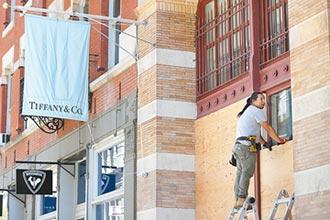 防選後暴動 美商家木板封店自保 梅西百貨、蒂芙尼等嚴陣以待