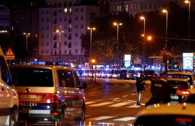 奧地利首都維也納周一(2日)晚間發生街頭槍擊,已知至少16人死傷,包括一名員警中槍。(路透社)
