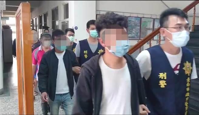 台南白河警方破獲一起暴力討債集團,成員年齡在18到22歲間,相當年輕,還有人出身當地流氓世家。(讀者提供/莊曜聰台南傳真)