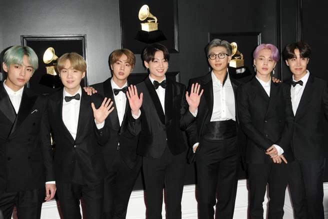 BTS今年底要再推出正規五輯《BE》,經紀公司宣布主打曲〈Life Goes On〉也點燃了歌迷們的期待。