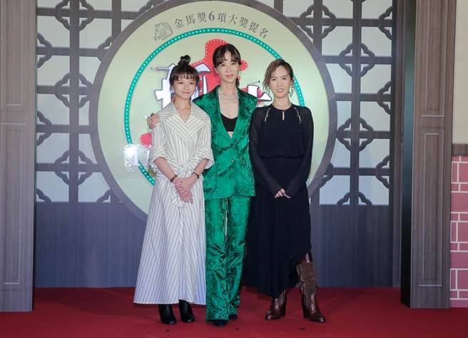 陳姸霏(左起)、謝盈萱和孫可芳飾演一家人。(盧禕祺攝)