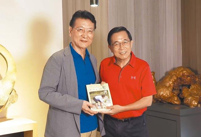 媒體人趙少康(左)與前總統陳水扁(右)大和解,兩人上月31日見面暢談近2小時,話題觸及國內外政情。(摘自少康戰情室)