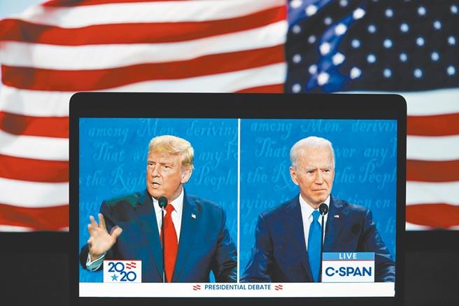 10月22日,美國總統川普(左)與民主黨總統候選人拜登,參加最後一場電視辯論。(新華社)