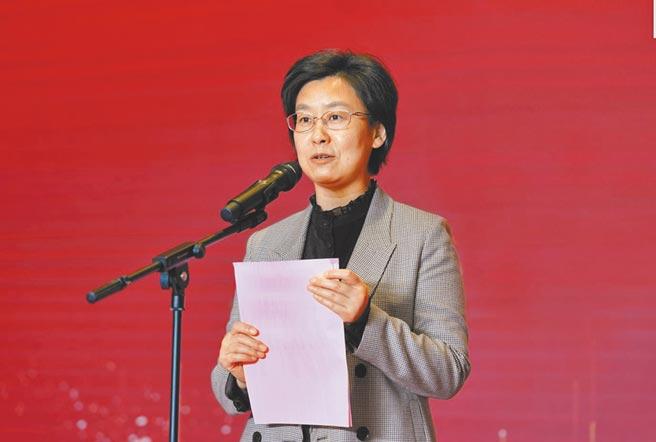 江蘇省台辦主任練月琴致辭。