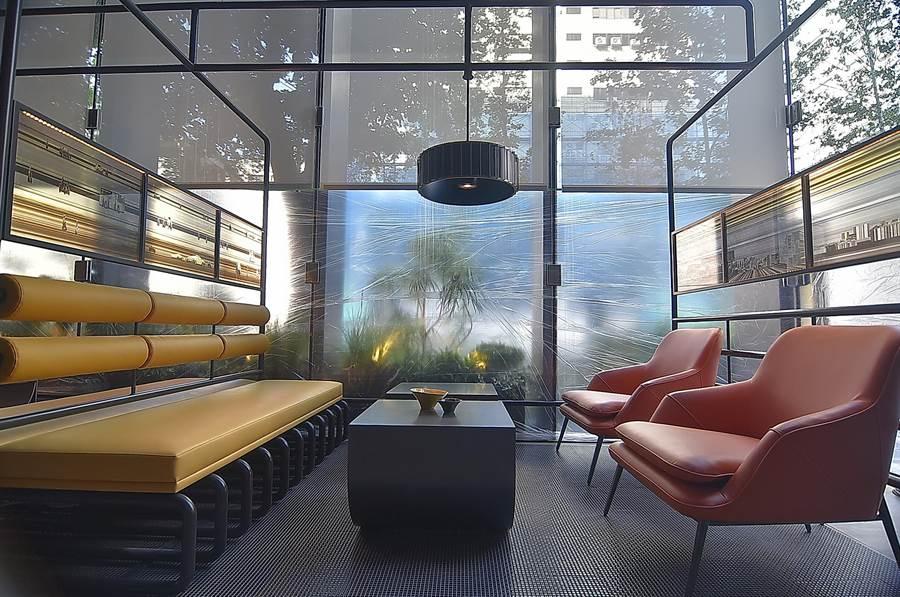 香港鄭中設計事務所(CCD)以「框架Frames」和「層次Layers」設計語言,舖陳並貫穿〈台北時代寓所〉的室內空間。(圖/姚舜)
