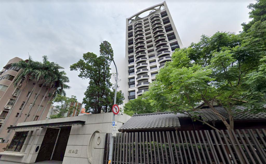 今年第一筆億元豪宅交易是「頂禾園」,11樓以2億7826萬元成交,拆算單價170萬。(翻攝自Google街景)