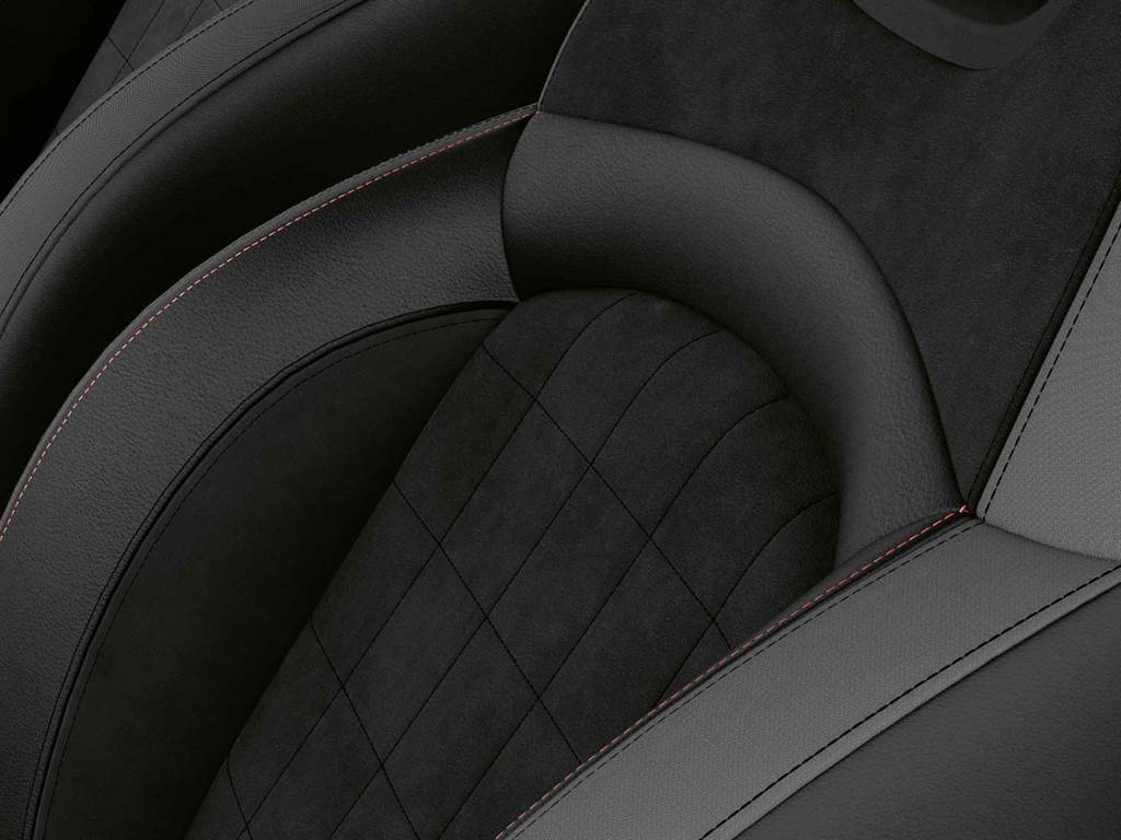 MINI Cooper S傳奇致敬版升級Dinamica麂皮/真皮內裝。