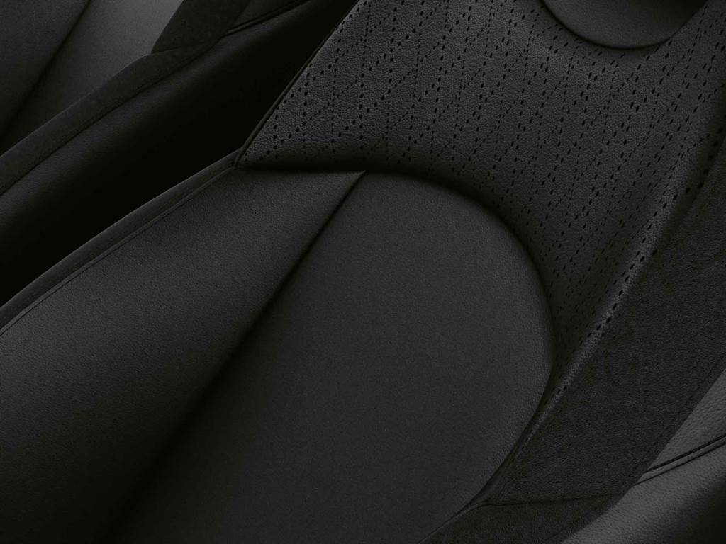 MINI Cooper精工典藏版升級Cross Punch真皮內裝。