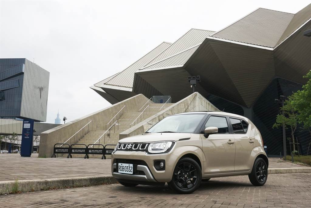 為因應嚴格的歐盟排放法規,SUZUKI推出IGNIS Hybrid輕油電小改款車型再戰,國內適時導入讓道路風情更萌更環保。
