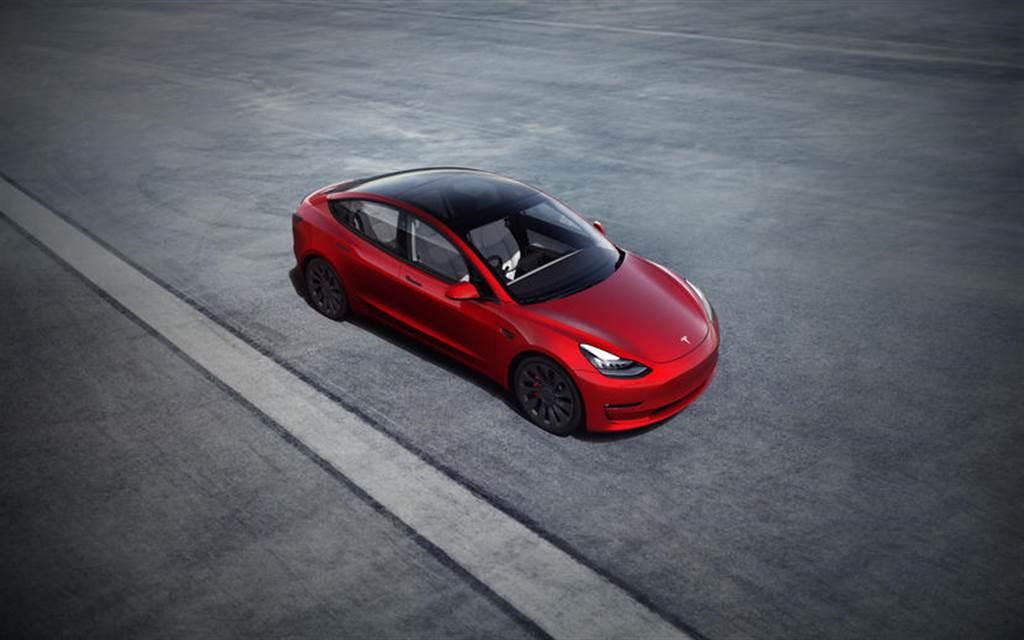 特斯拉證實新版 Model 3 車頂與車窗都採用雙層玻璃靜音設計
