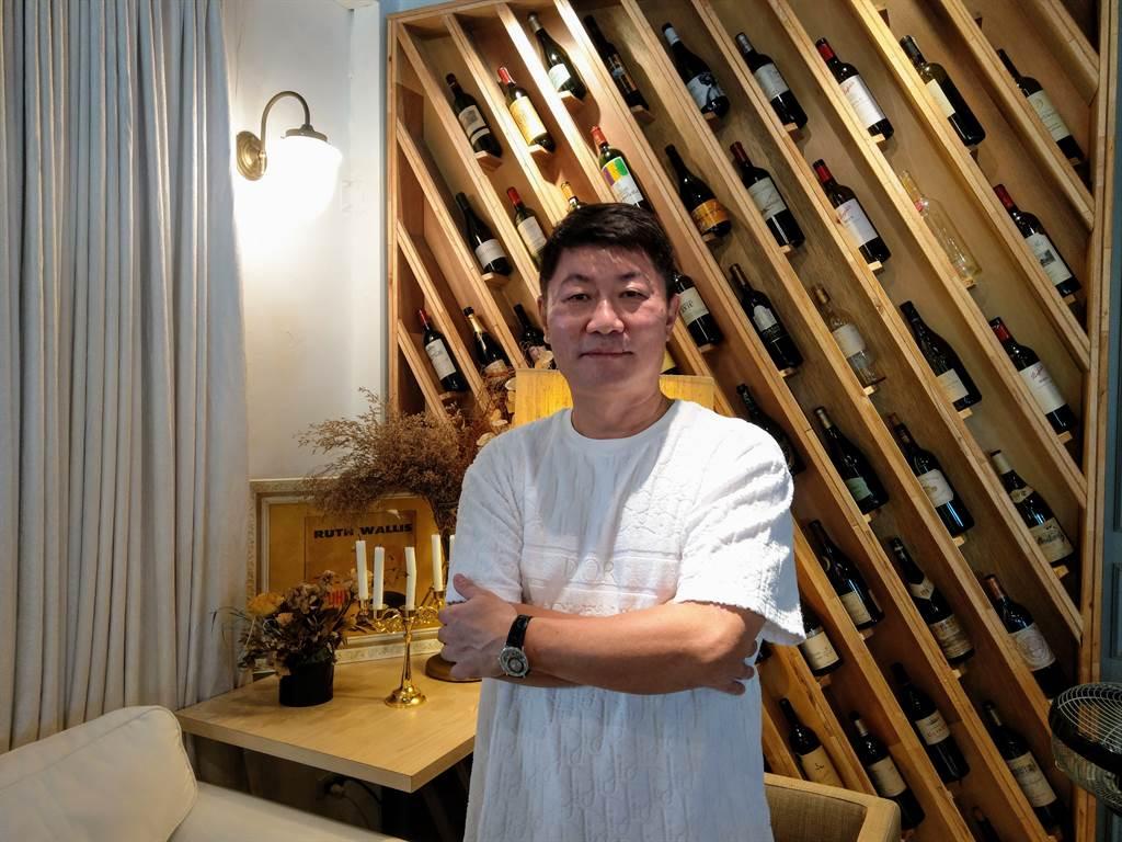 皇普建設董事長蘇永平表示,全台6大指標案銷售表現亮眼。(葉思含攝)