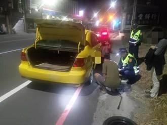 男子駕計程車備胎胎壓不足 警自掏電動打氣機救援