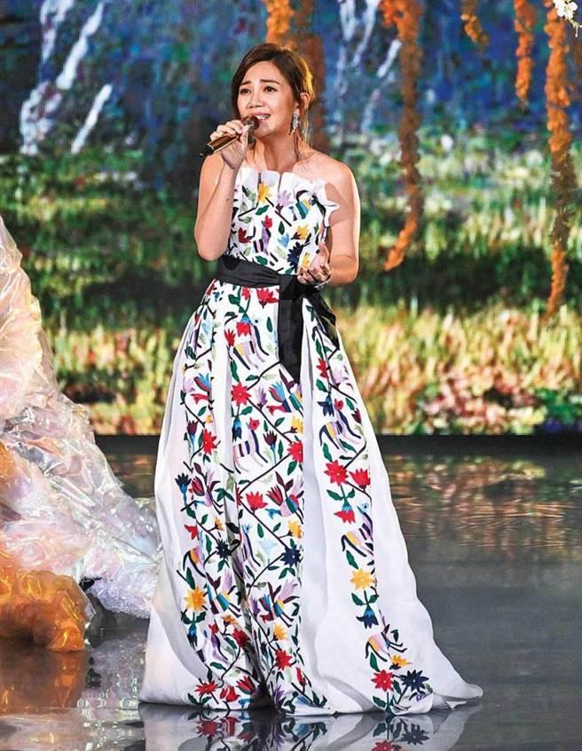 今年六度叩關金曲歌后的梁靜茹雖未順利拿獎,但典禮上的表演頗獲好評。(圖/台視提供)