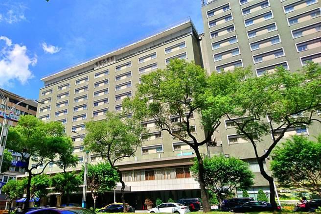 台北國賓大飯店啟動危老改建計畫,為因應龐大的前置作業需求,宣布客房業務將自7月1日起暫停營運。(記者林資傑攝)