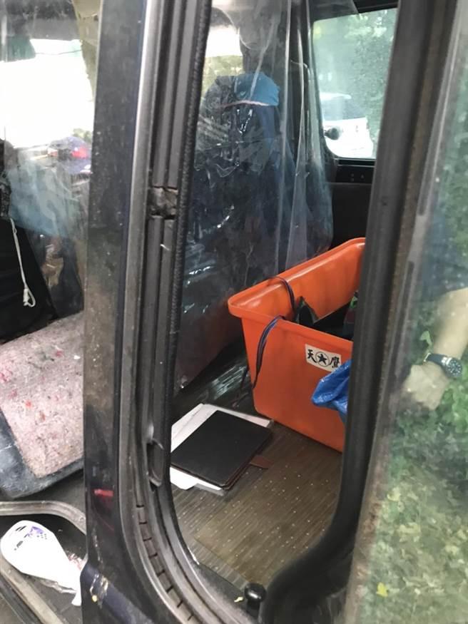 10月也發生台東民眾將車輛停在富岡漁港,從綠島回來後車輛被刮、門也被撬開,財物受到損失。(陳姓民眾提供/蔡旻妤台東傳真)