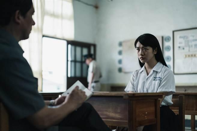 羅光旭(左)與李玲葦(右)對戲,在鏡頭外被李演技逼哭。(公視提供)