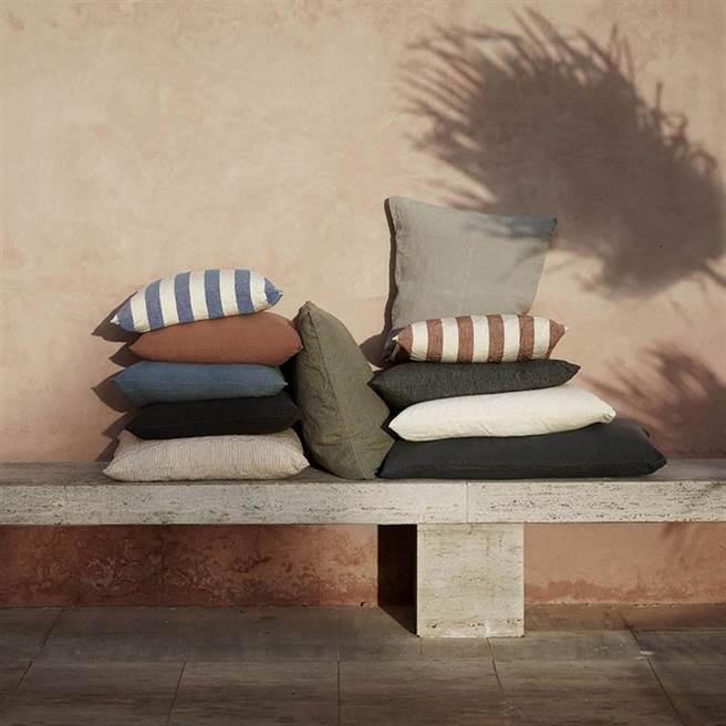 圖五:丹麥品牌tine K home的抱枕,簡約條紋方形靠枕,2530元。(夏馬城市生活提供)