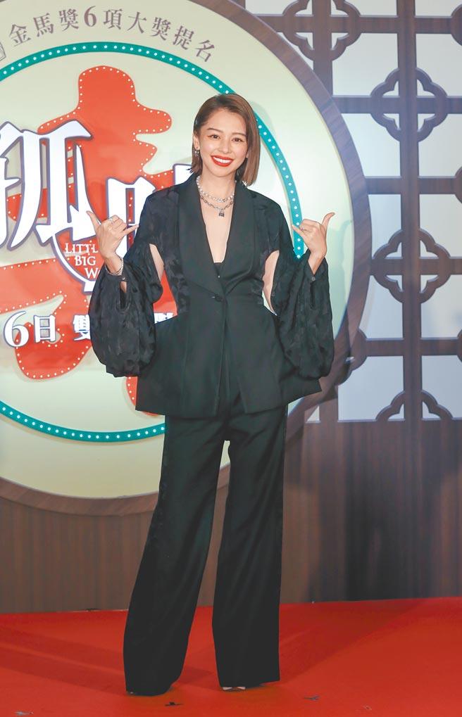 徐若瑄昨一身黑色勁裝,賣力宣傳主演及監製的電影《孤味》。(盧禕祺攝)