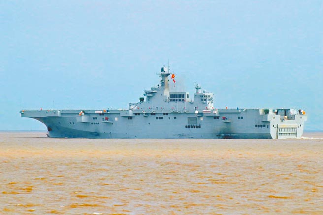 大陸解放軍075型兩棲攻擊艦。(取自中國軍網)