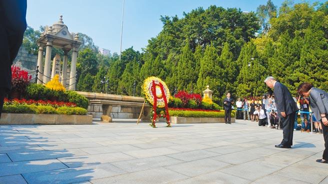 2015年10月,時任陸委會主委夏立言至廣州黃花崗七十二烈士墓拜謁,提到「中華民國」。(本報系資料照片)