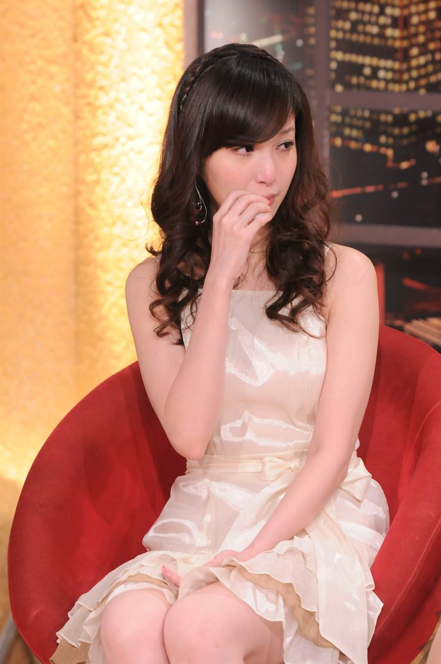 蔡郁璇2011年在节目谈到高国华未见女儿半年,她不禁哽咽落泪。(图/本报系资料照片)