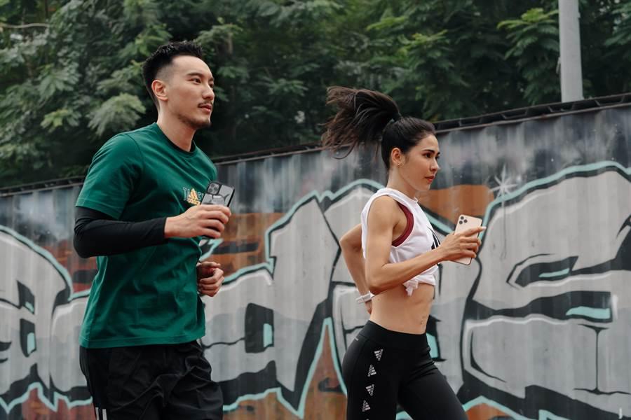 王阳明(左)携手雷理莎号召全民一起跑翻台北。(adidas提供)