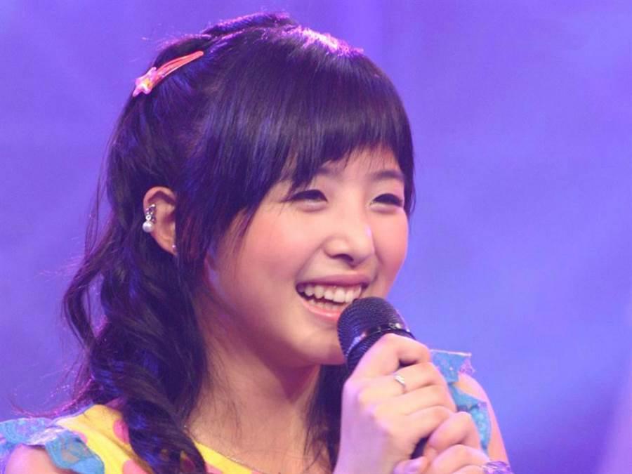 张含韵15岁参加《超级女声》出道。(图/翻摄自微博)