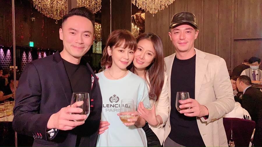 霍建华、林心如、徐若瑄、李云峰两对夫妻在林爸寿宴上合影。(摘自徐若瑄脸书)