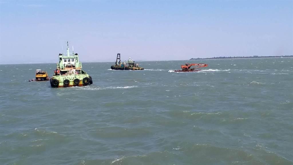 航港局憂心帶來海上航安問題,日前已透過管道通報對岸拖回。(民眾提供)