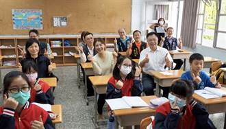 立委許淑華媒合公益企業 捐贈投縣小學課桌椅