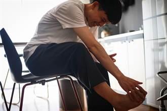 腳底長小石頭踩到就刺痛 原是「莫頓神經瘤」作祟