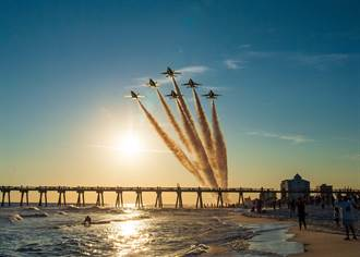 F-18C擔任藍天使隊的最後一場表演
